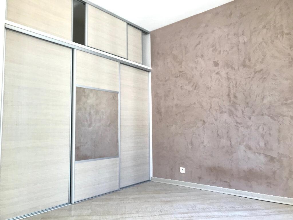 Appartement à louer 2 39m2 à Nice vignette-2