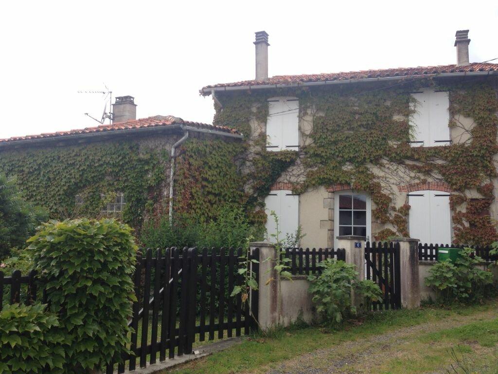Maison à louer 6 120m2 à Brigueuil vignette-1