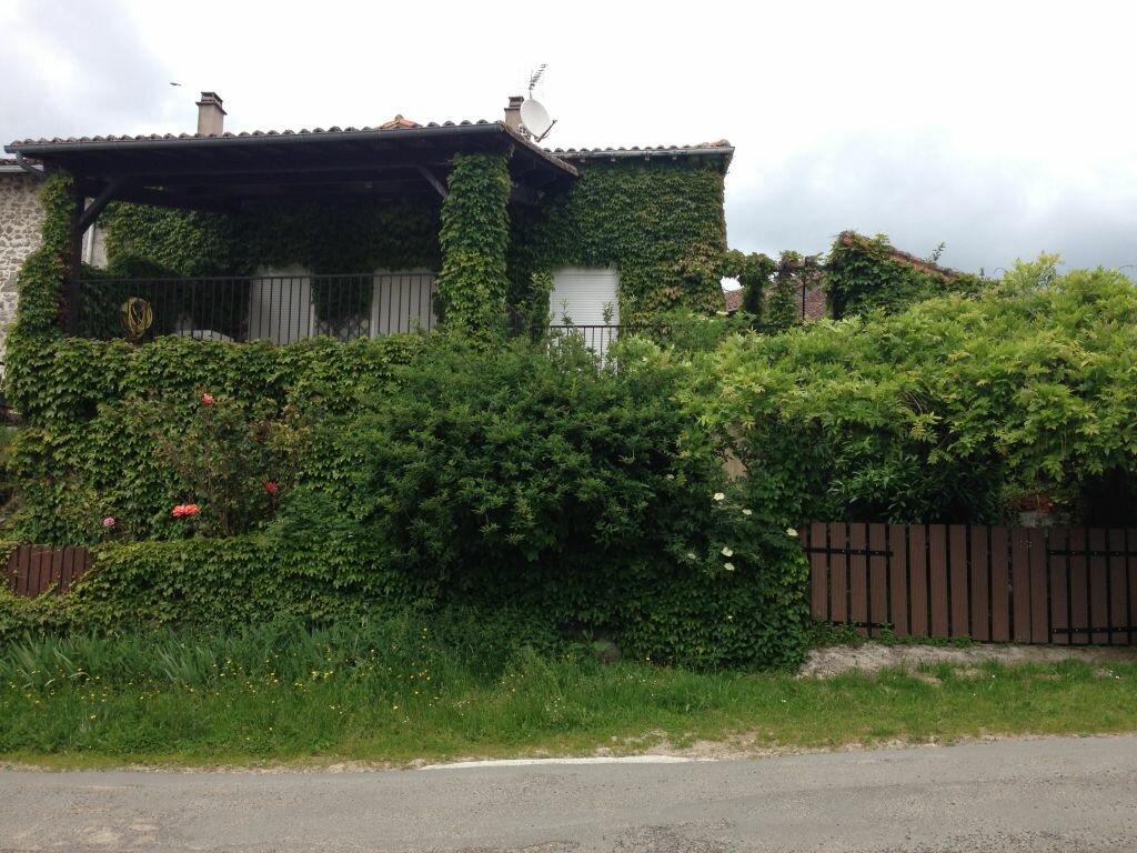 Maison à louer 6 120m2 à Brigueuil vignette-2