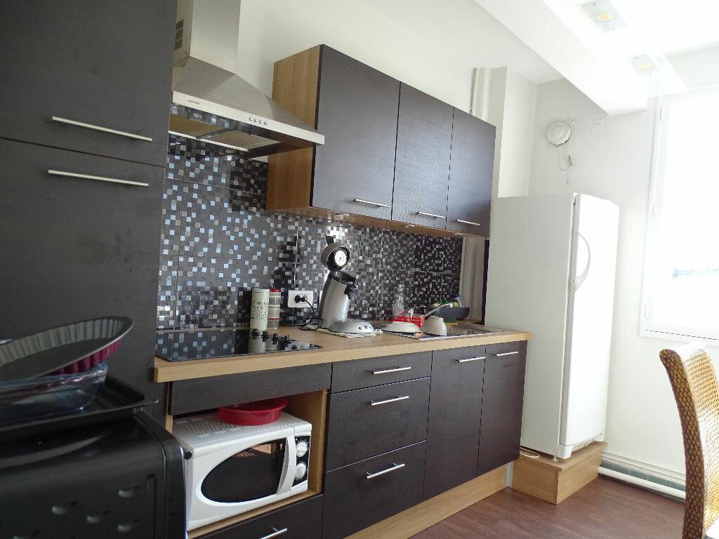 Appartement à louer 3 69m2 à Saint-Junien vignette-1