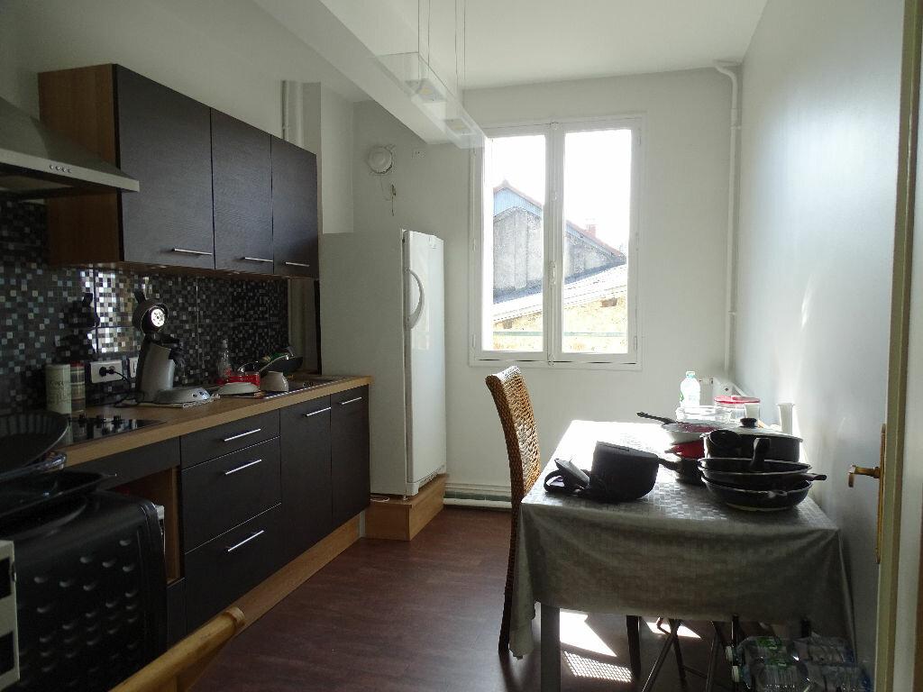 Appartement à louer 3 69m2 à Saint-Junien vignette-3