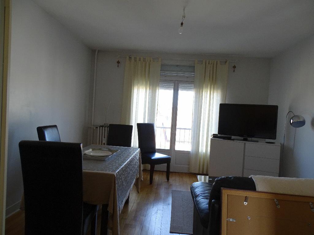 Appartement à louer 3 69m2 à Saint-Junien vignette-4