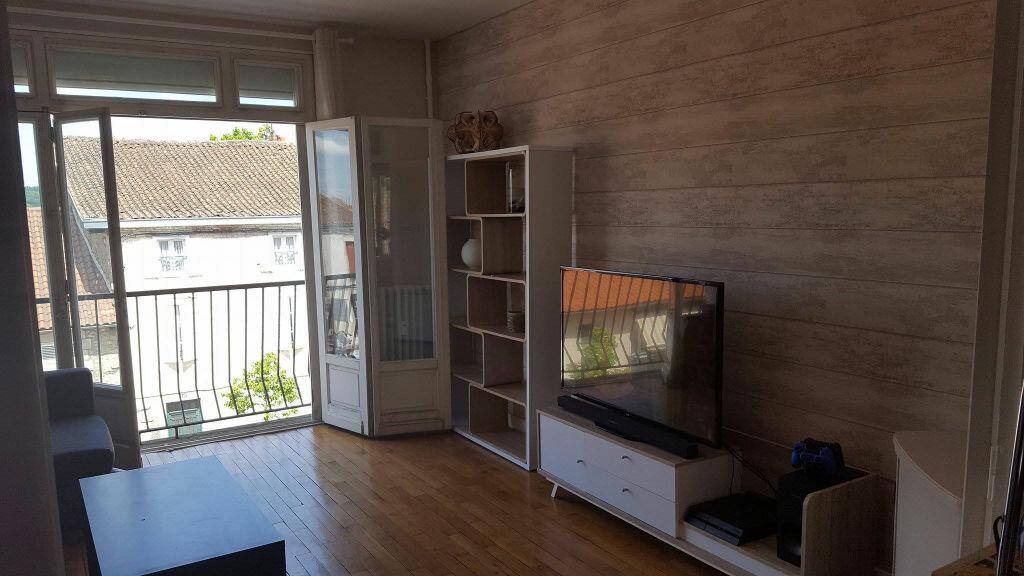 Appartement à louer 3 70m2 à Saint-Junien vignette-1
