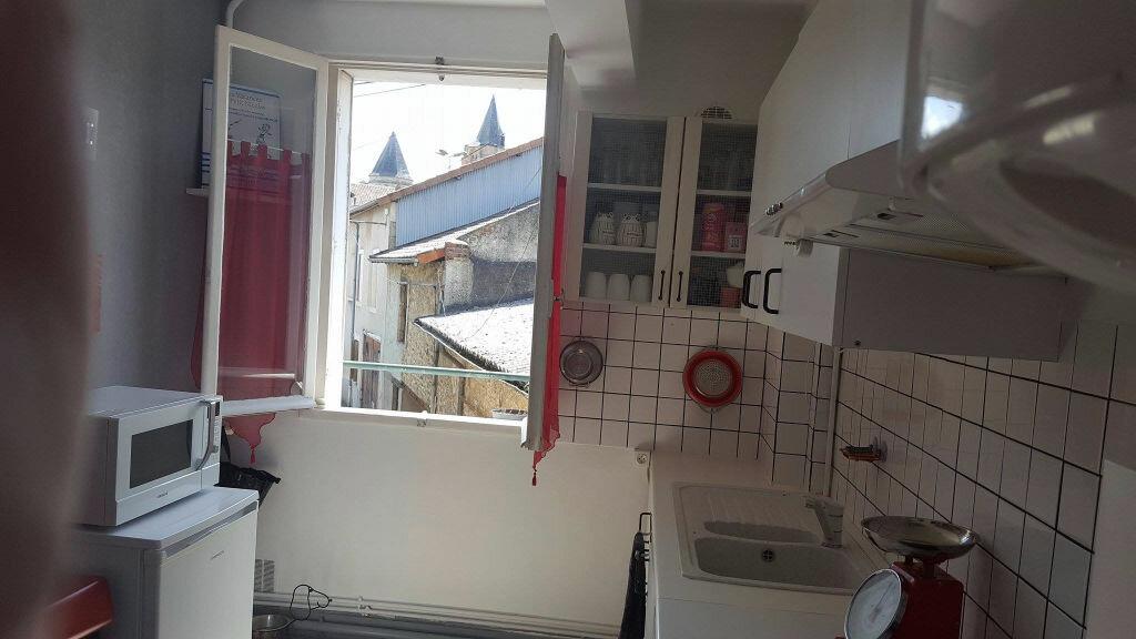 Appartement à louer 3 70m2 à Saint-Junien vignette-3