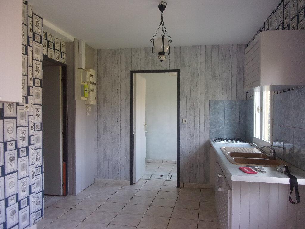 Maison à louer 4 92.77m2 à Chaillac-sur-Vienne vignette-3