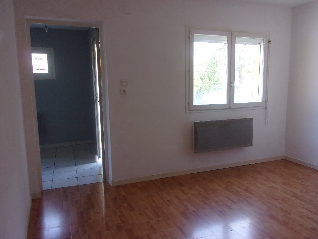 Maison à louer 4 92.77m2 à Chaillac-sur-Vienne vignette-6