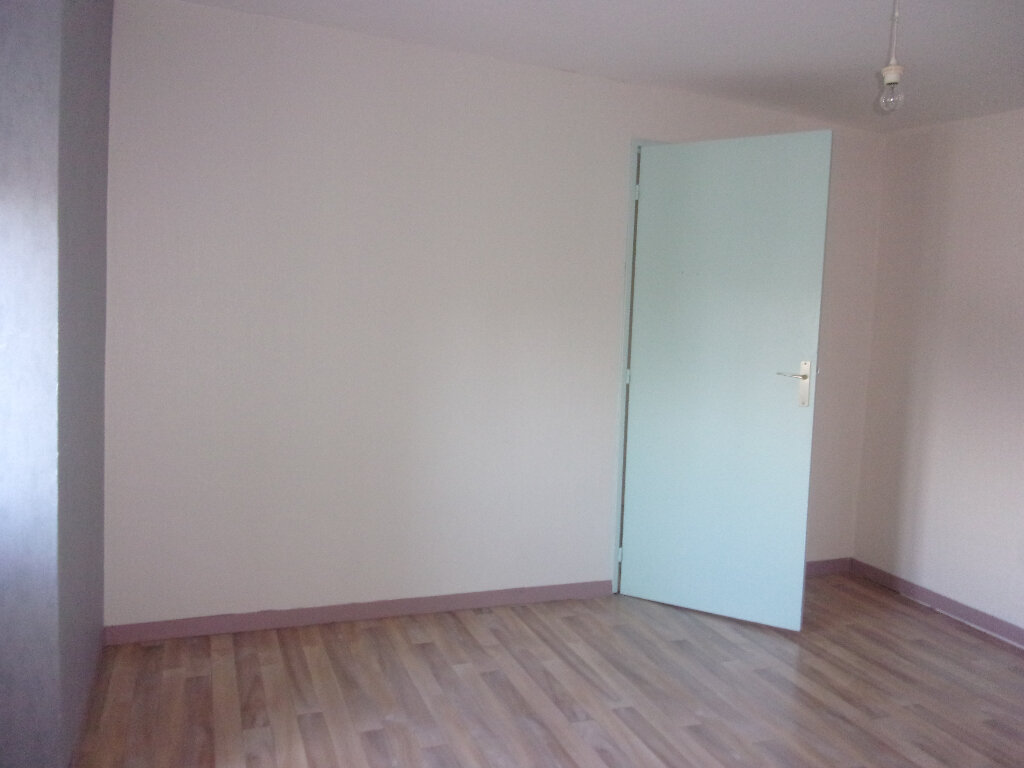 Maison à louer 4 92.77m2 à Chaillac-sur-Vienne vignette-11