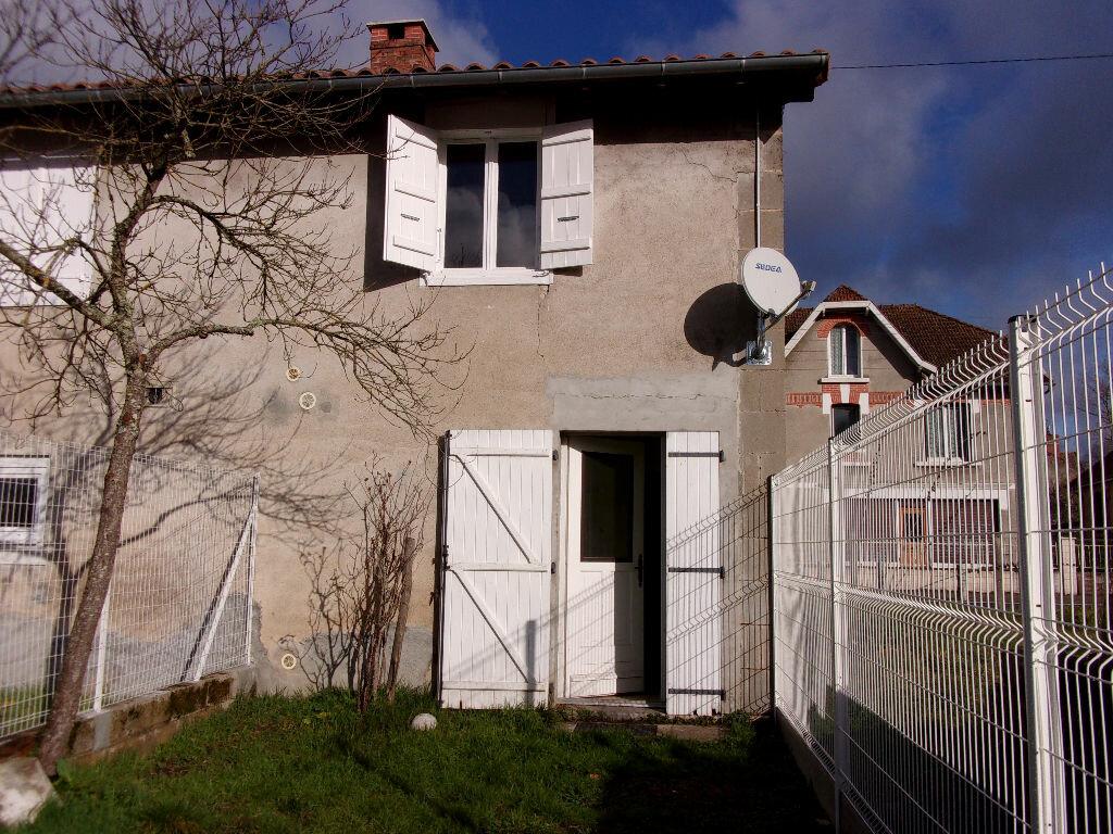 Appartement à louer 3 60m2 à Chabanais vignette-1