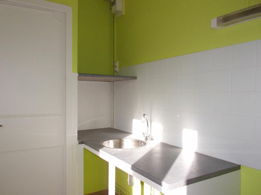 Appartement à louer 3 60m2 à Chabanais vignette-3