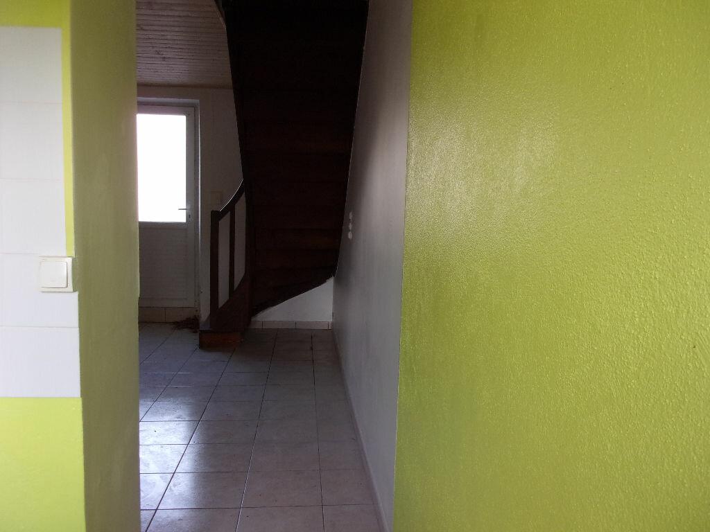 Appartement à louer 3 60m2 à Chabanais vignette-4