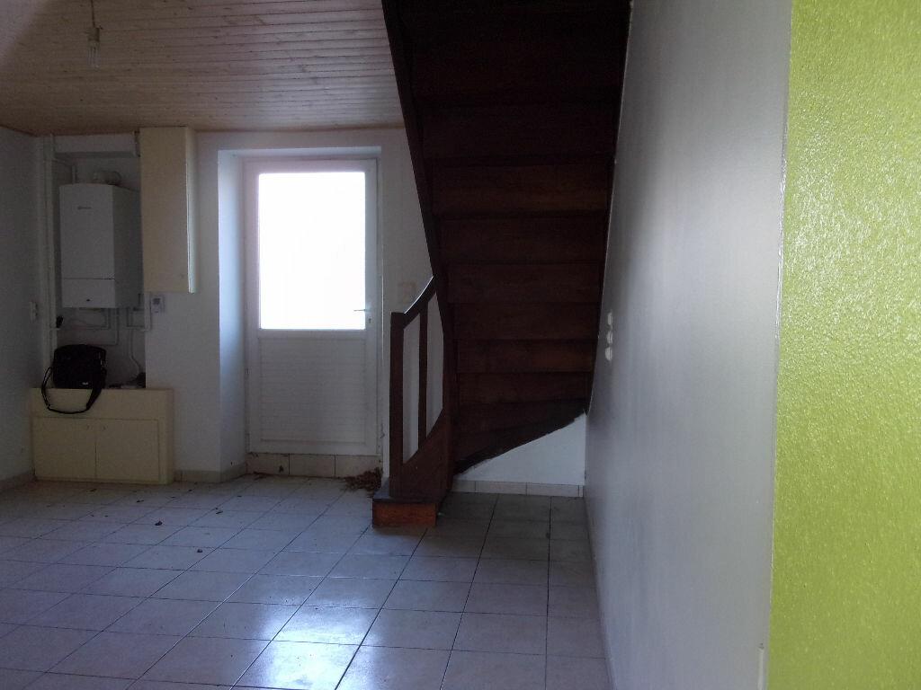 Appartement à louer 3 60m2 à Chabanais vignette-5