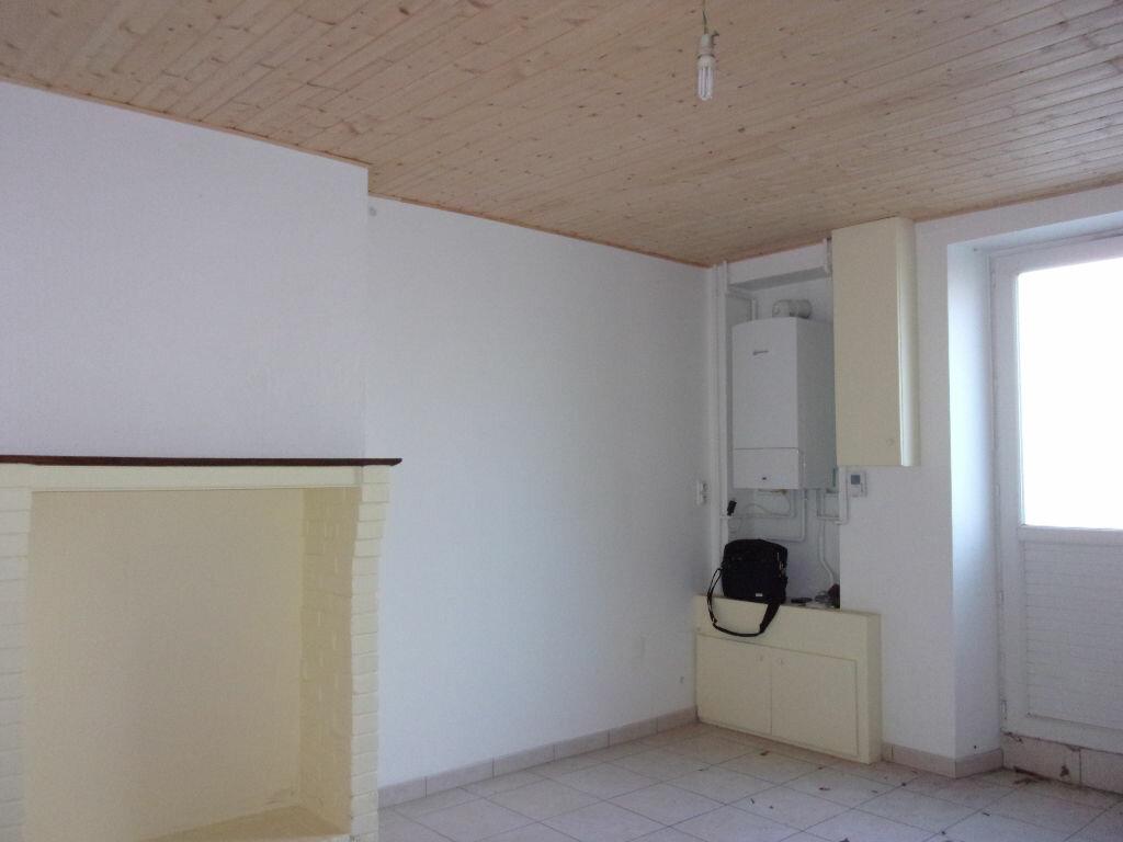 Appartement à louer 3 60m2 à Chabanais vignette-7