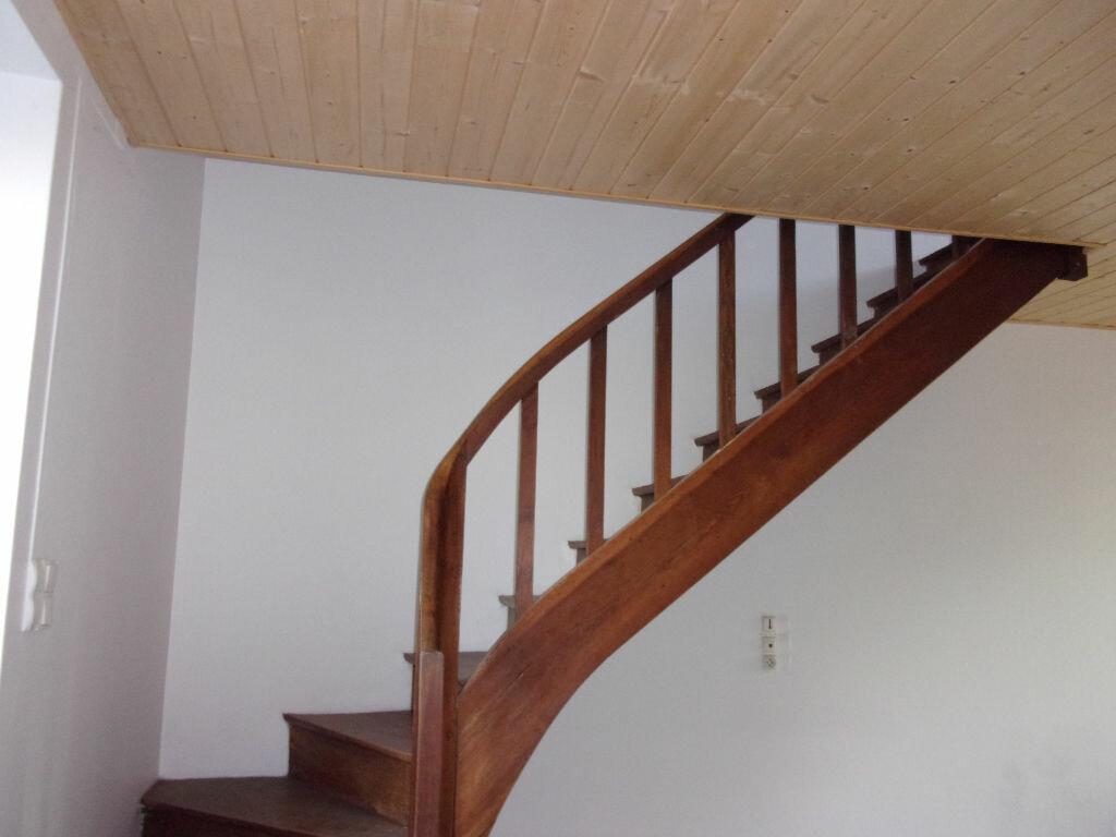 Appartement à louer 3 60m2 à Chabanais vignette-8