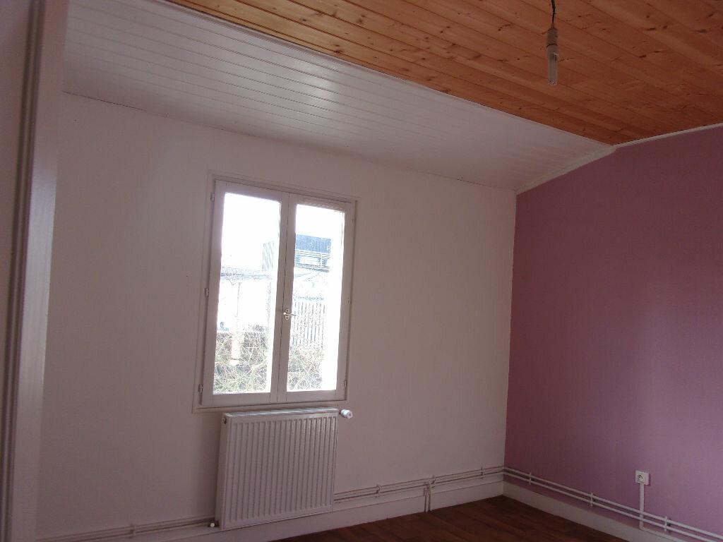 Appartement à louer 3 60m2 à Chabanais vignette-10