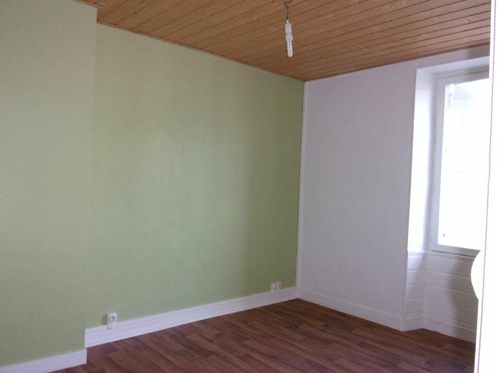 Appartement à louer 3 60m2 à Chabanais vignette-11