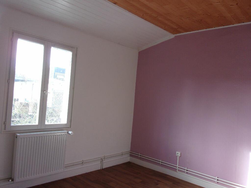Appartement à louer 3 60m2 à Chabanais vignette-14
