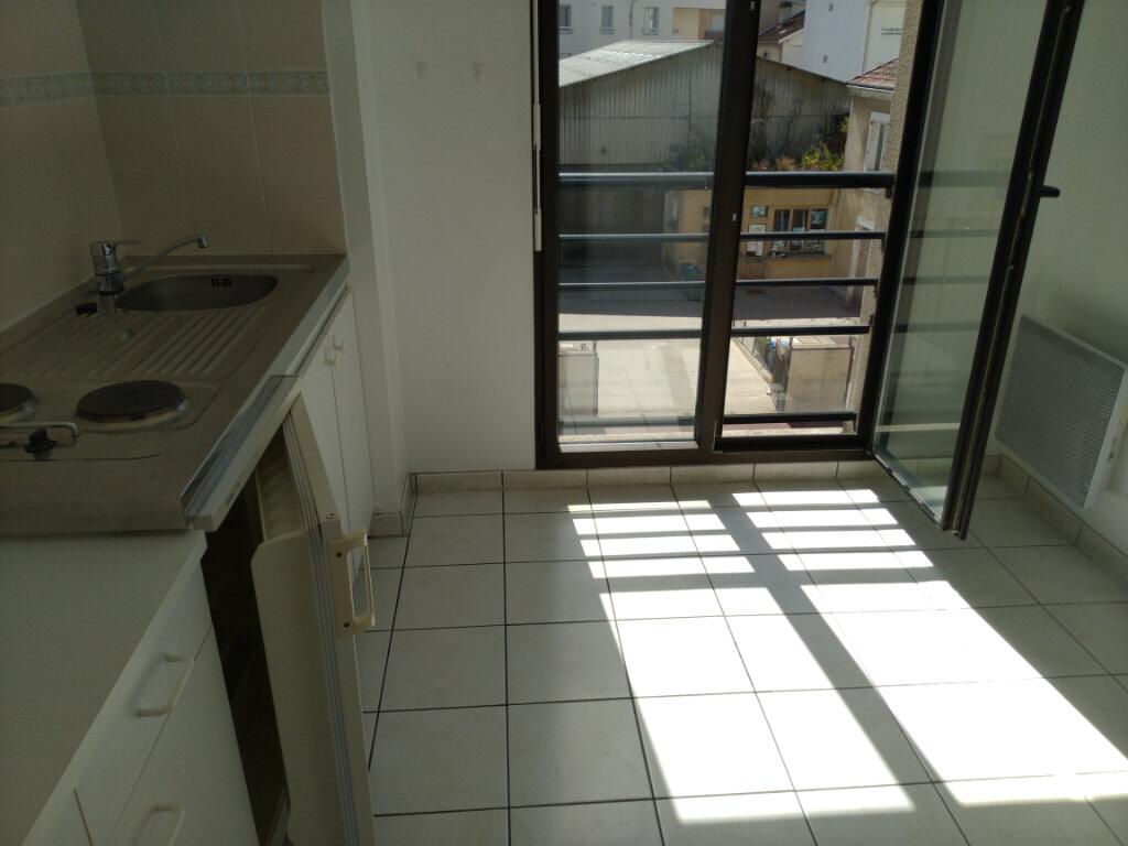 Appartement à louer 2 49.09m2 à Limoges vignette-7