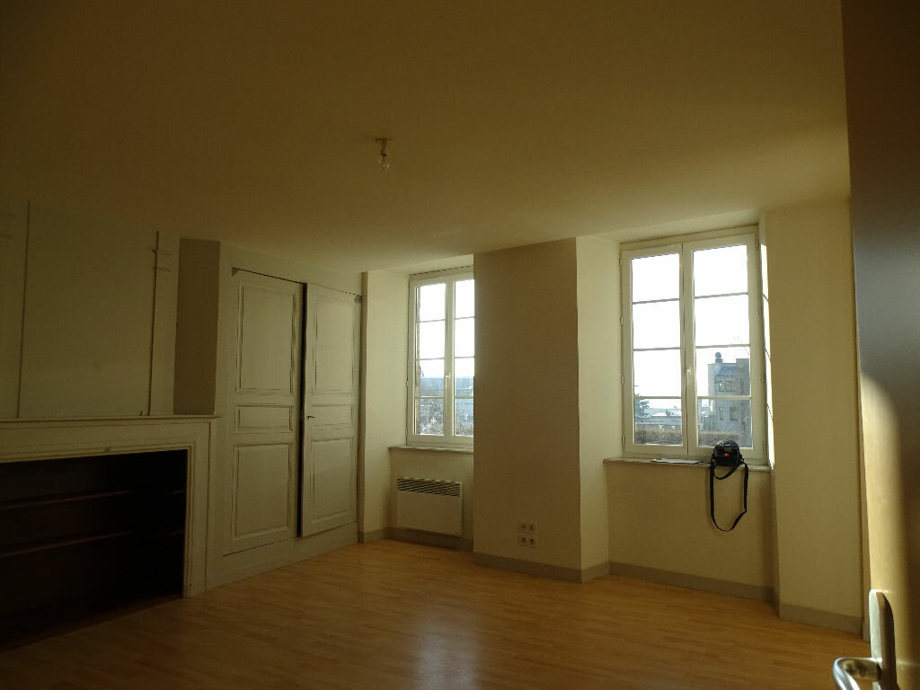 Appartement à louer 1 45m2 à Saint-Junien vignette-6