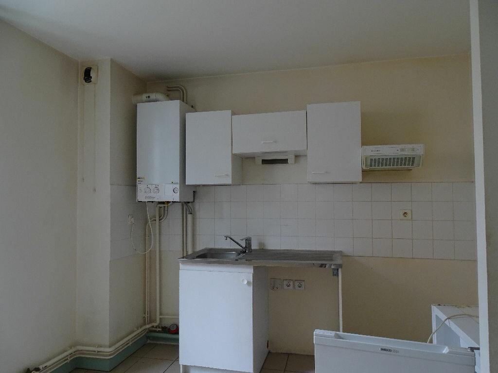Appartement à louer 3 64m2 à Saint-Junien vignette-5
