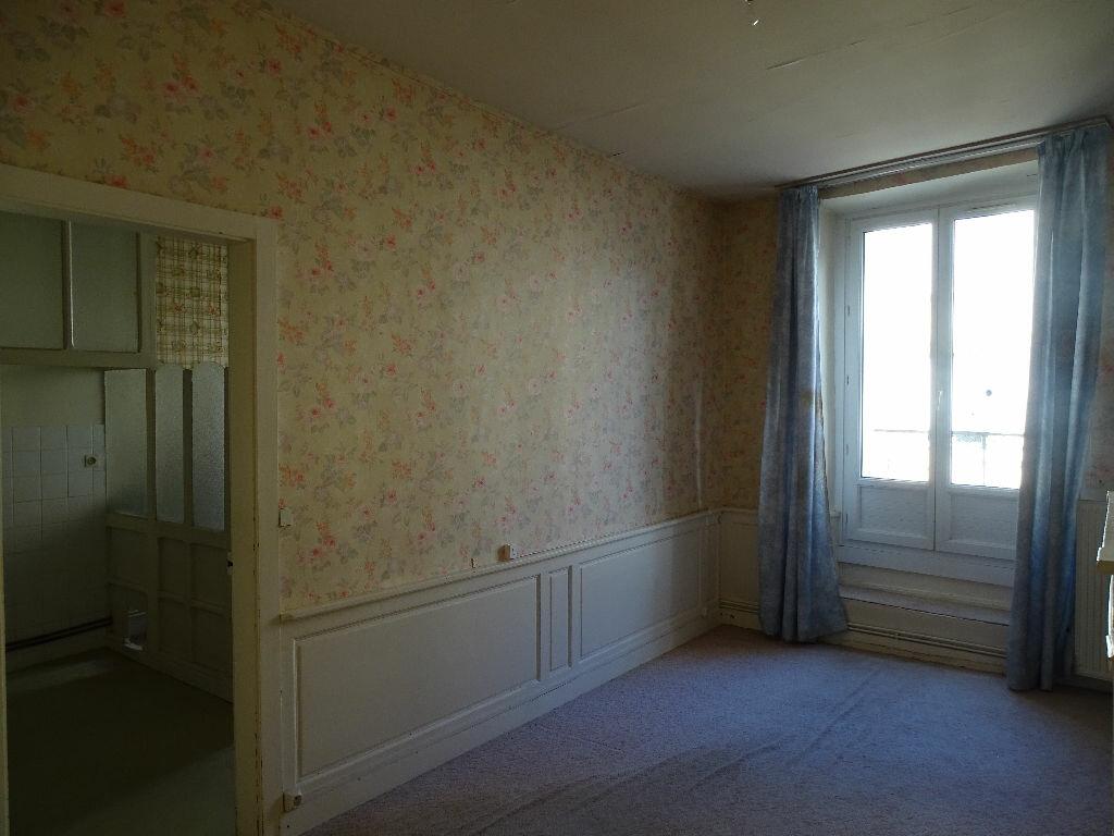 Immeuble à vendre 0 330m2 à Saint-Junien vignette-2