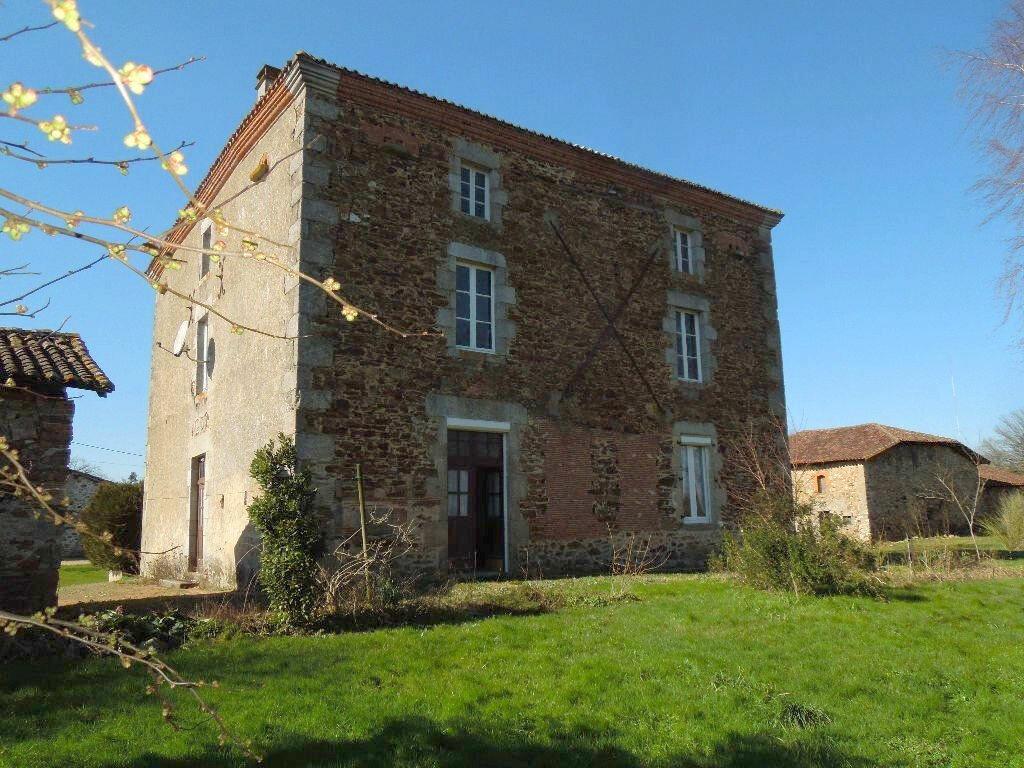 Maison à vendre 5 270m2 à Brigueuil vignette-1