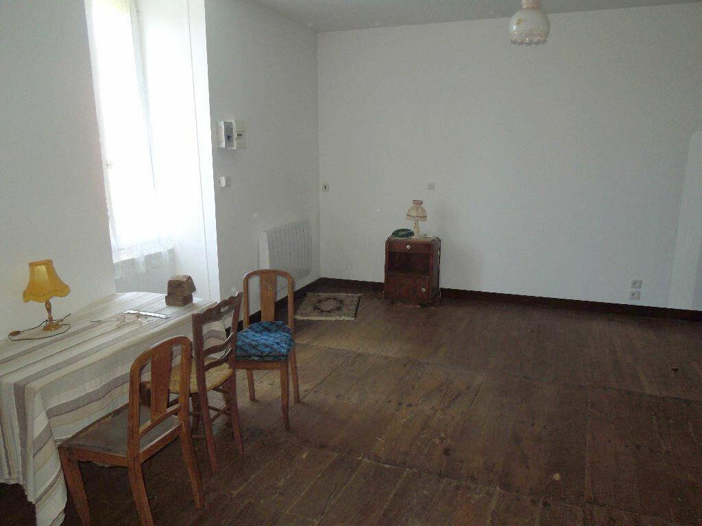 Maison à vendre 5 270m2 à Brigueuil vignette-4