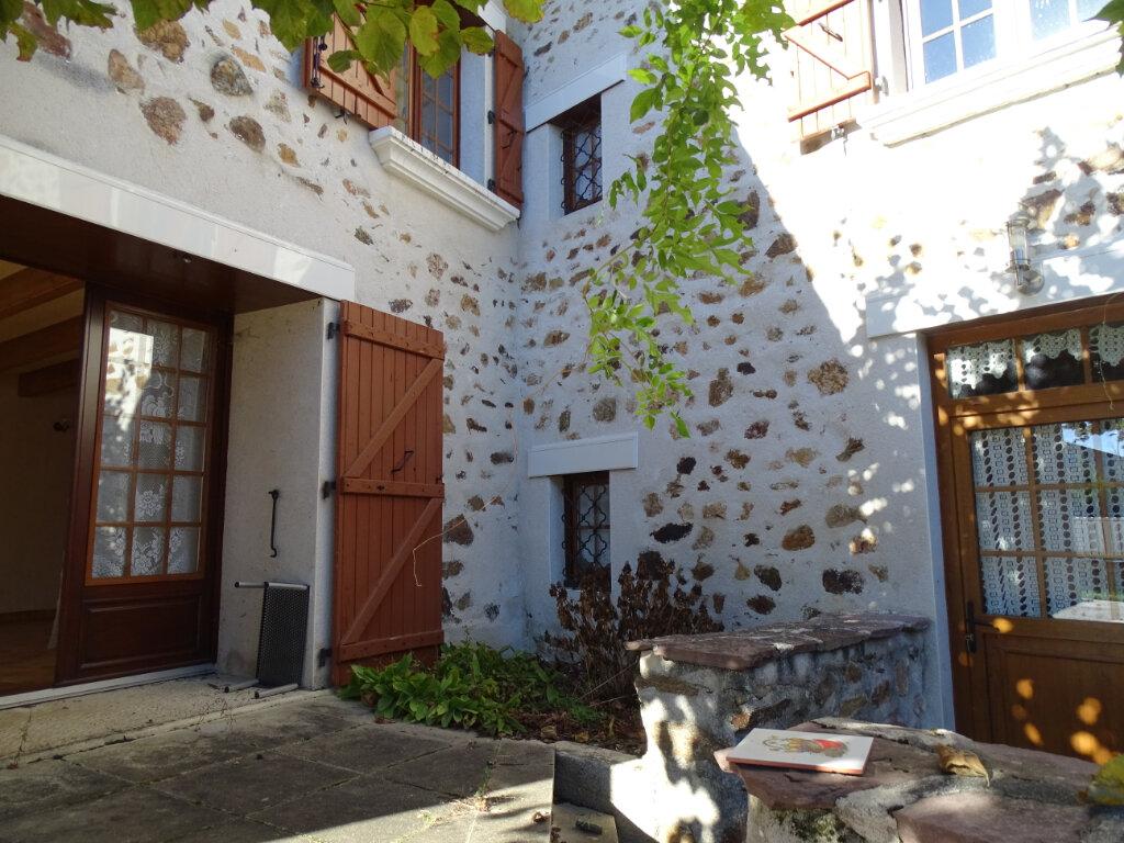 Maison à vendre 5 140m2 à Saint-Junien vignette-1