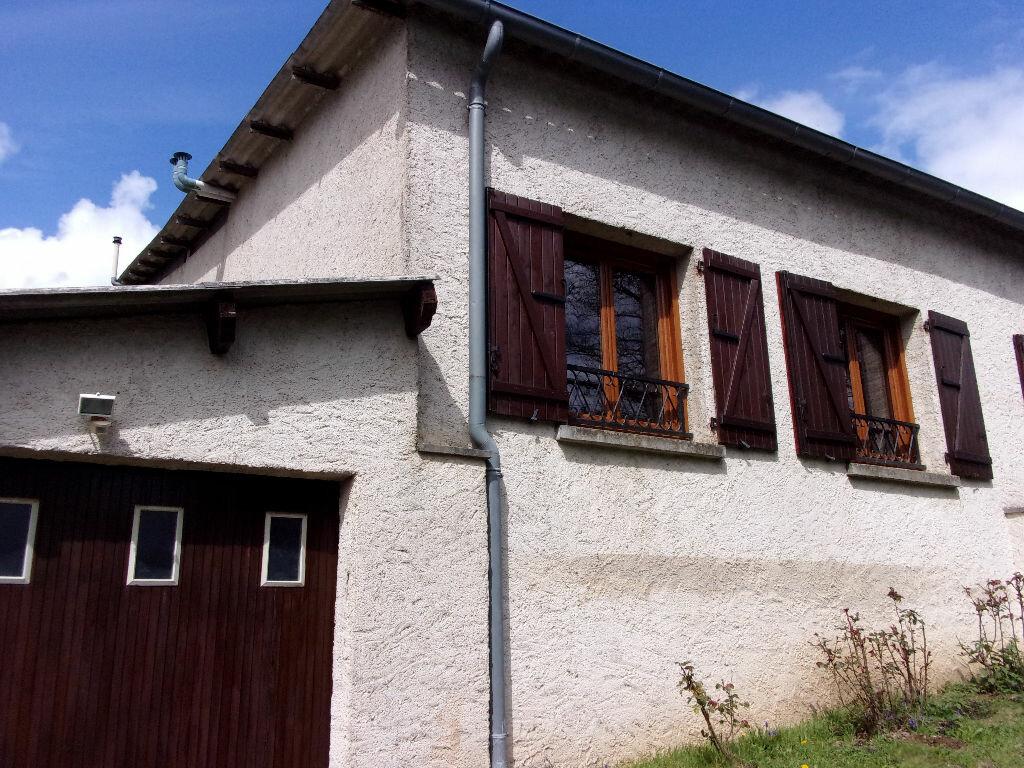 Maison à louer 3 75m2 à Brigueuil vignette-1