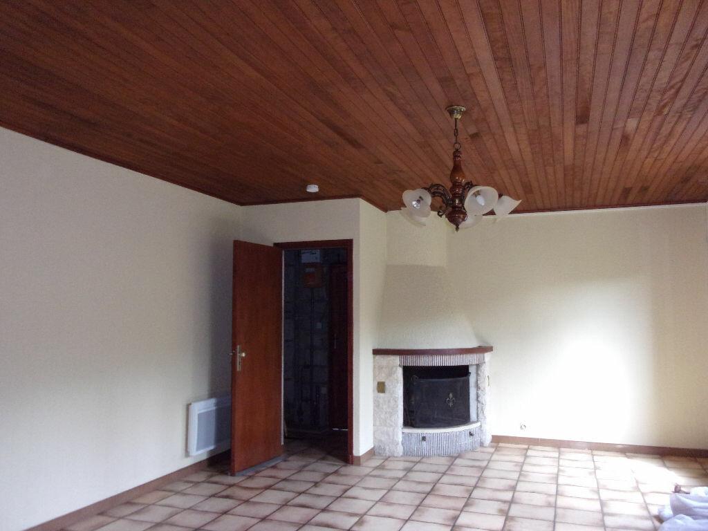 Maison à louer 3 75m2 à Brigueuil vignette-2