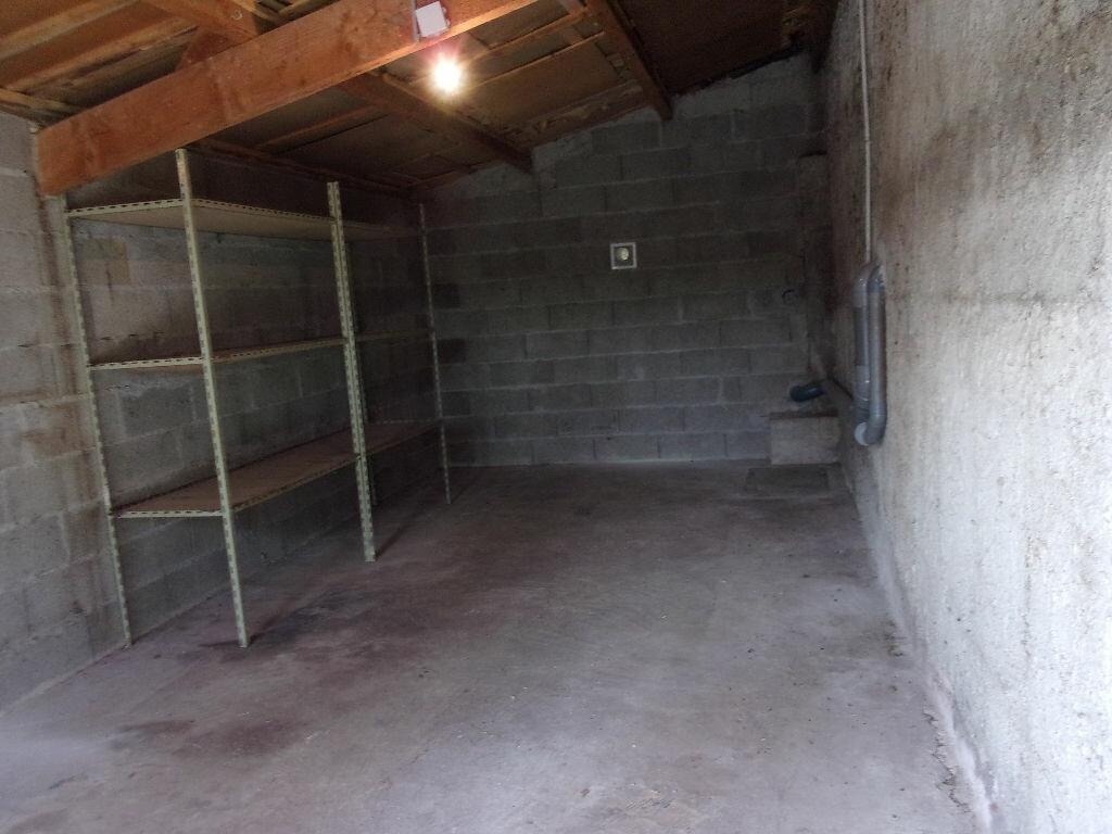 Maison à louer 3 75m2 à Brigueuil vignette-8