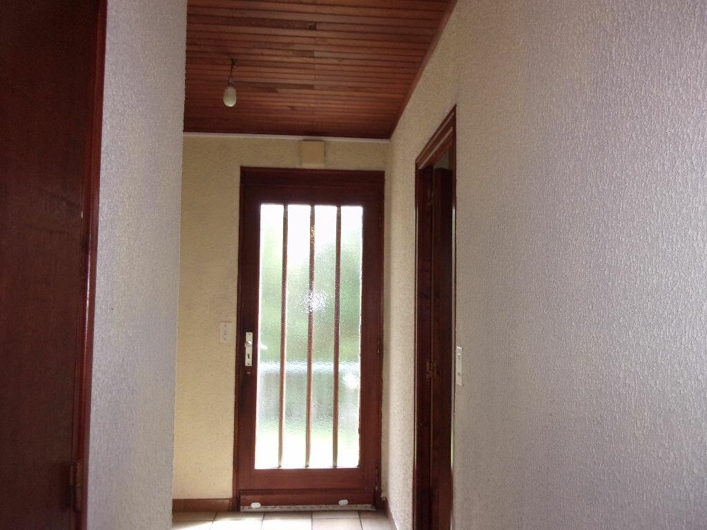 Maison à louer 3 75m2 à Brigueuil vignette-10
