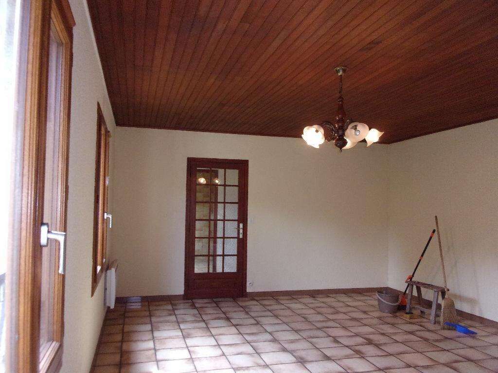 Maison à louer 3 75m2 à Brigueuil vignette-11