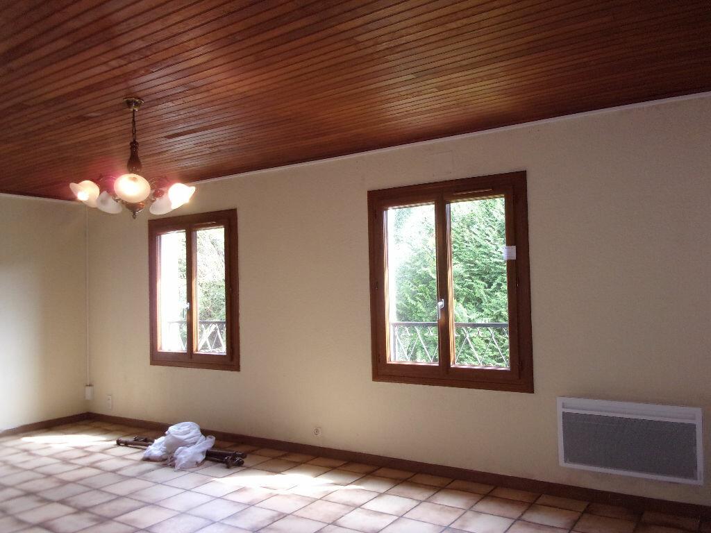 Maison à louer 3 75m2 à Brigueuil vignette-12