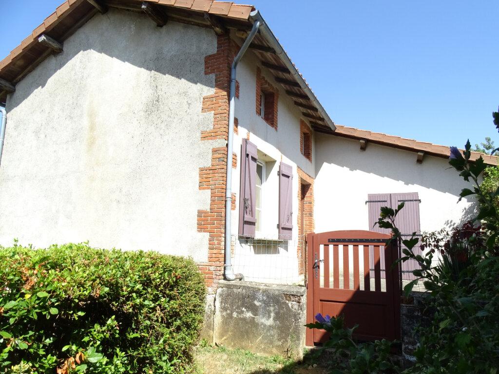 Maison à vendre 4 70m2 à Brigueuil vignette-1
