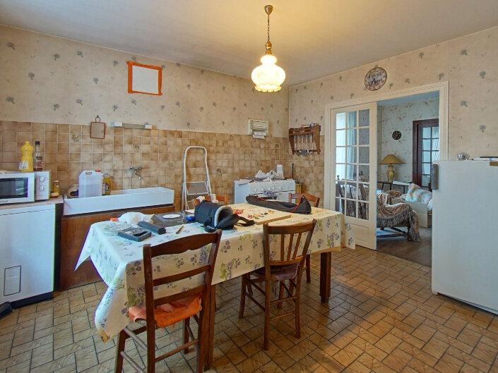 Maison à vendre 7 160m2 à Rochechouart vignette-9