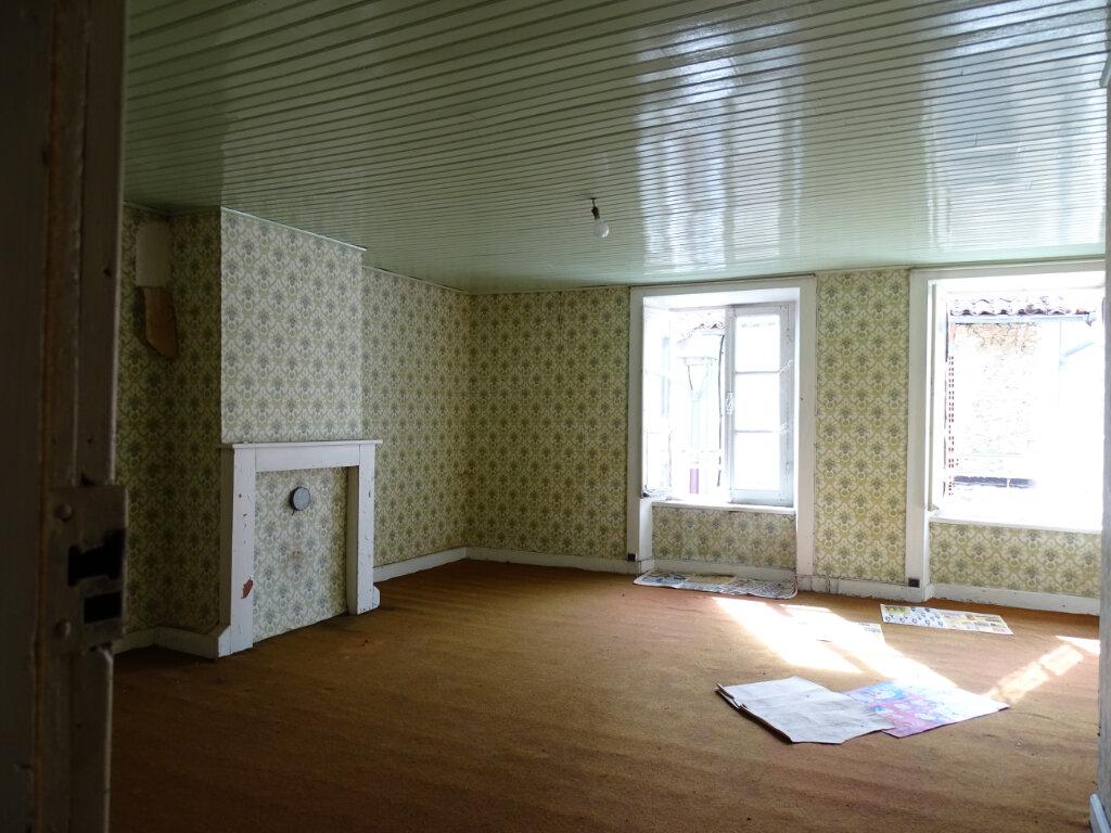 Maison à vendre 4 70m2 à Saillat-sur-Vienne vignette-2