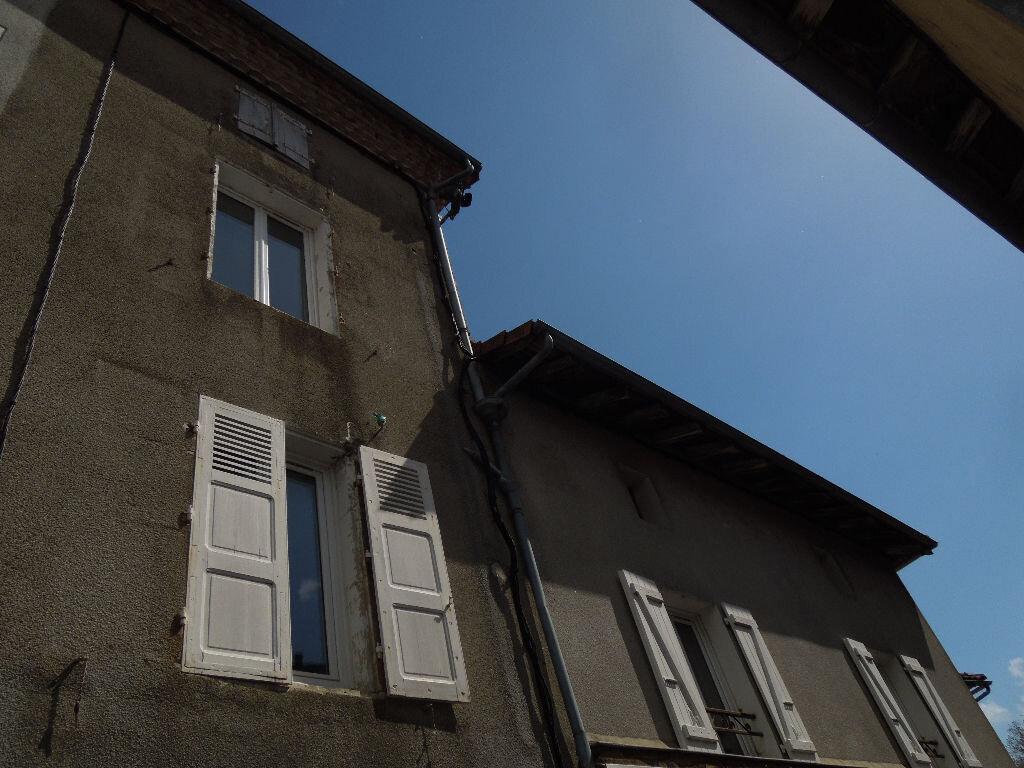 Appartement à louer 7 135m2 à Chabanais vignette-1