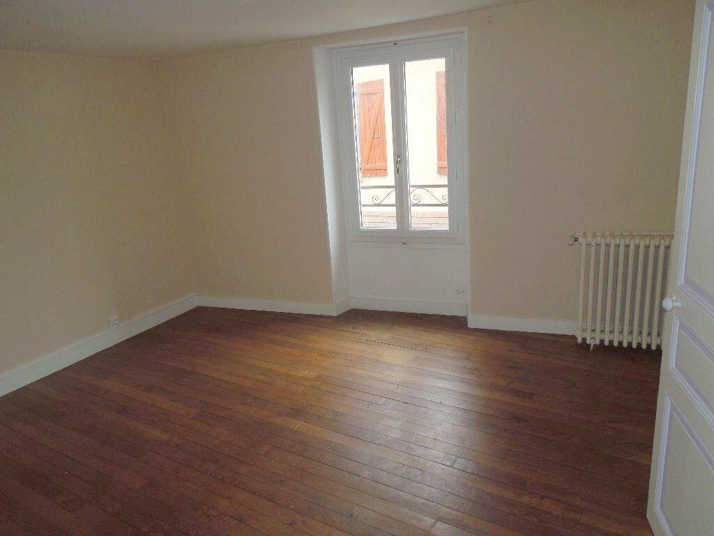 Appartement à louer 7 135m2 à Chabanais vignette-6