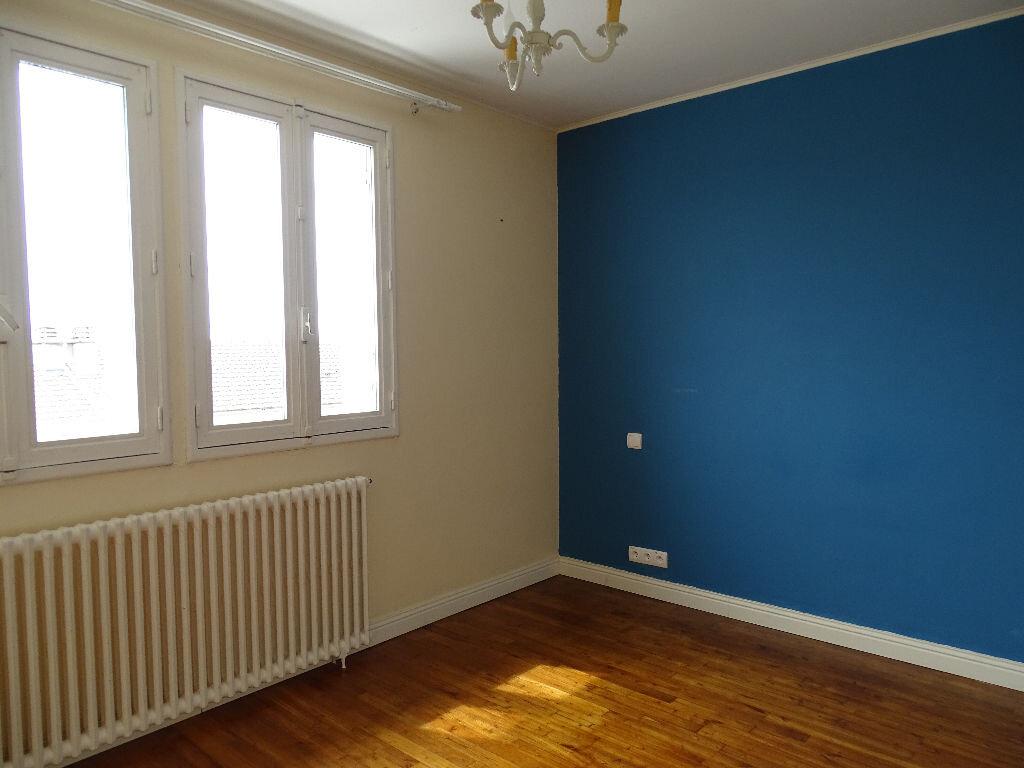 Maison à louer 6 110m2 à Saillat-sur-Vienne vignette-13