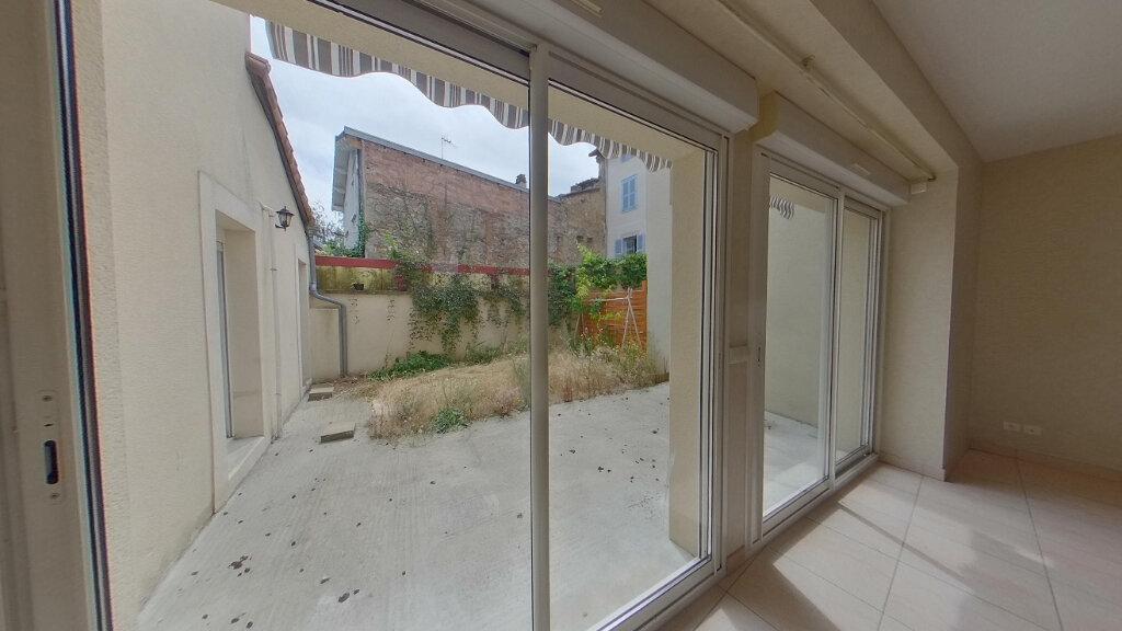 Appartement à louer 4 130m2 à Saint-Junien vignette-1