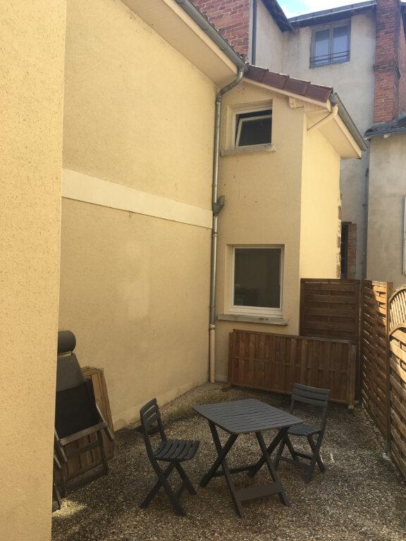 Maison à louer 4 125m2 à Saint-Junien vignette-1