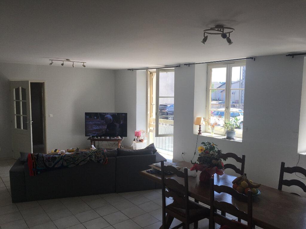 Maison à louer 4 125m2 à Saint-Junien vignette-2