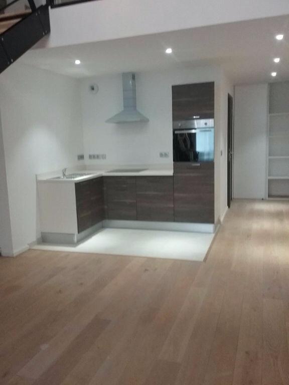 Appartement à louer 2 62.6m2 à Valenciennes vignette-1