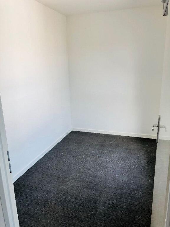 Appartement à louer 3 66m2 à Valenciennes vignette-3
