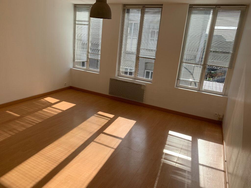 Appartement à louer 2 37.2m2 à Saint-Amand-les-Eaux vignette-1