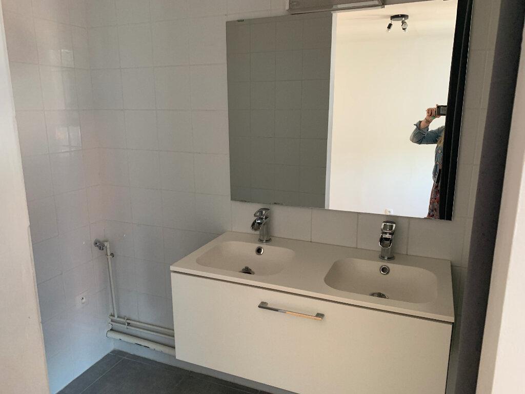 Appartement à louer 2 37.2m2 à Saint-Amand-les-Eaux vignette-5