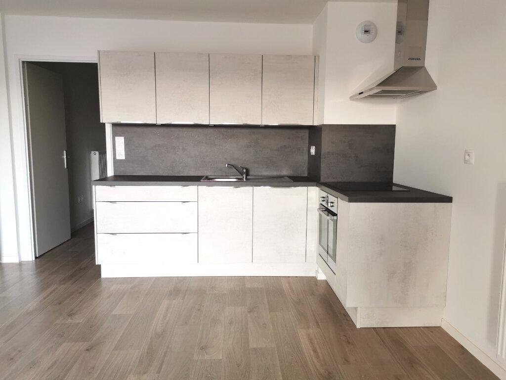 Appartement à louer 4 82.46m2 à Valenciennes vignette-2