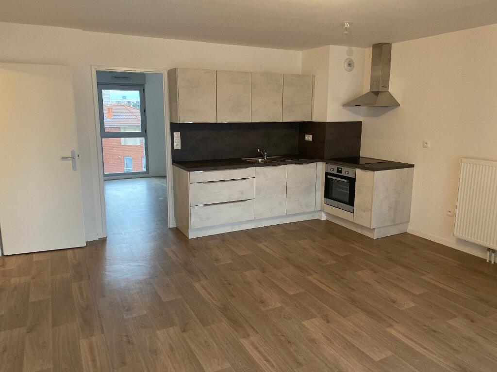 Appartement à louer 4 82.46m2 à Valenciennes vignette-3