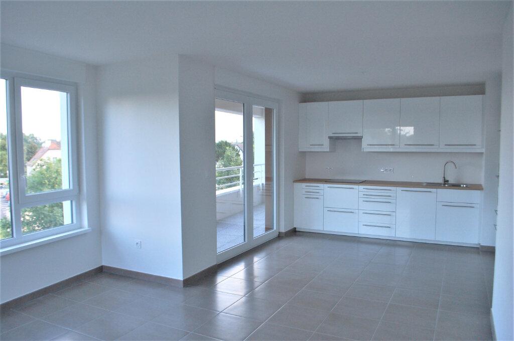 Appartement à louer 3 69.75m2 à Ostwald vignette-1