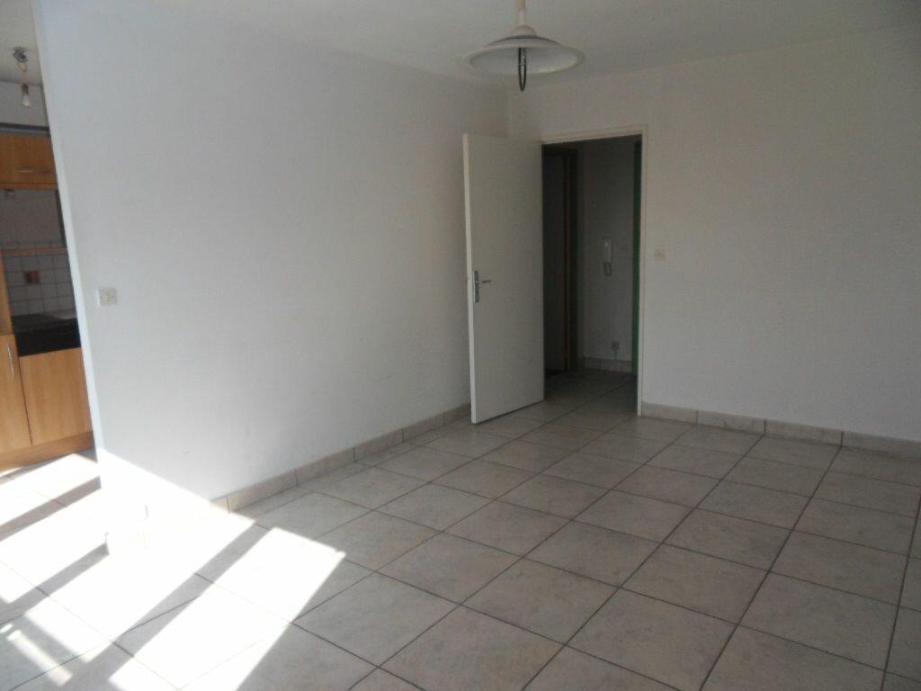 Appartement à louer 1 33m2 à Strasbourg vignette-2